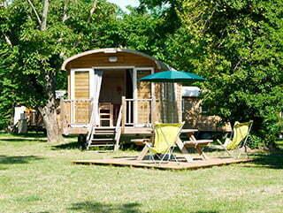 Une roulotte au camping Huttopia d'Arnay-le-Duc