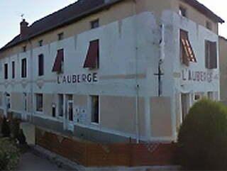 La façade de l'Auberge à Lacanche.