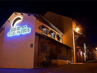 Façade de l'Hôtel Clair de lune à Arnay-le-duc.