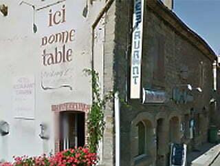 La raçade du restaurant Chez Henri, à Arnay-le-Duc.